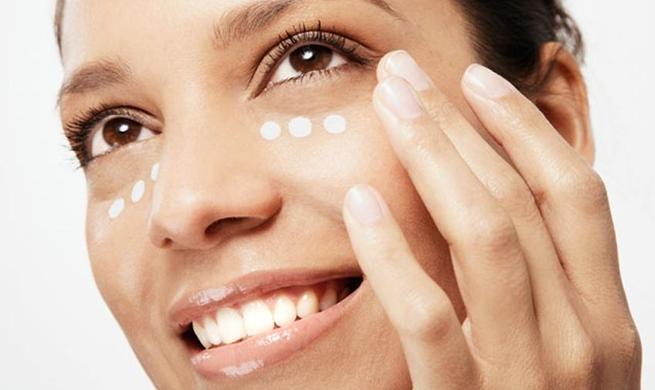 Tratamiento especifico del contorno de ojos,labio